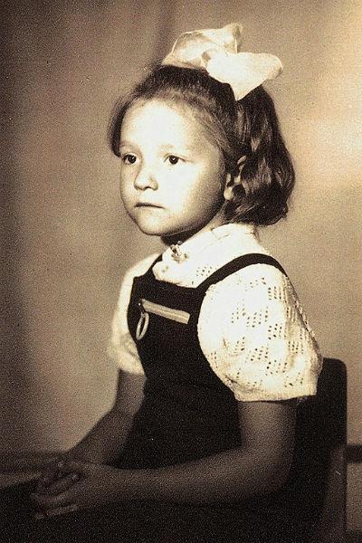 Когда-то она бросила занятия гимнастикой ради музыкальной школы