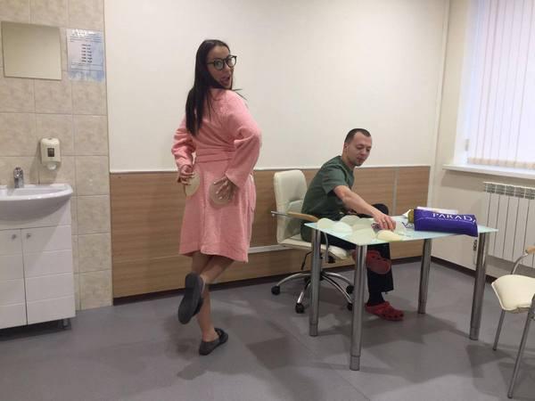 Анна Грачевская на приеме у хирурга