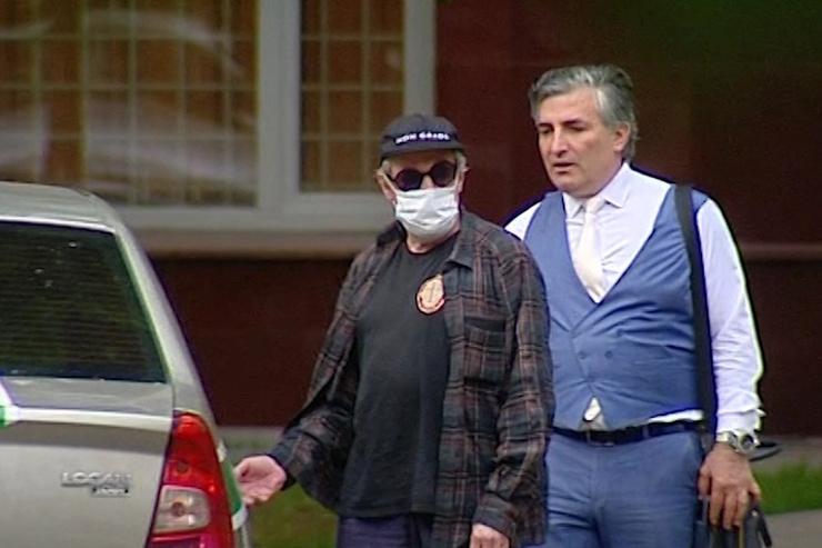 В суде Михаила Олеговича защищает адвокат Эльман Пашаев