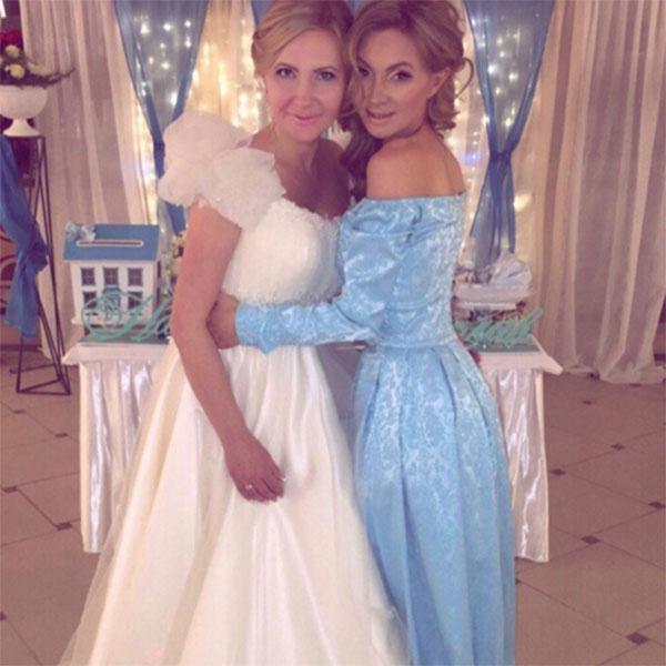 Евгения Феофилактова с сестрой Натальей в день ее свадьбы