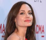 В России вышла биография Анджелины Джоли