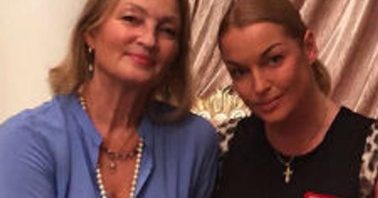 Анастасия Волочкова рассказала о серьезном конфликте с мамой