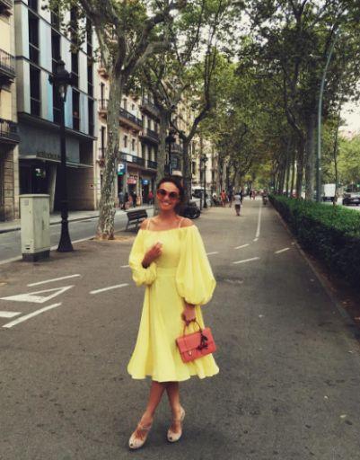 Алена Водонаева примеряет воздушные платья для прогулок в Барселоне