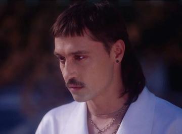 Дима Билан выпустил клип «Про белые розы»