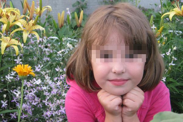 Сообщается, что до трагедии девочки были в нормальных отношениях с новым сожителем матери