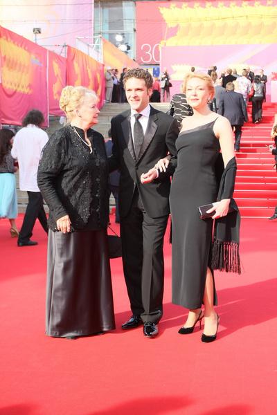 Ирина Скобцева с дочерью Аленой и внуком Константином Крюковым