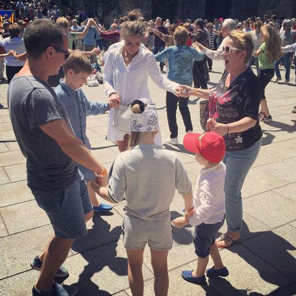 Юлия Барановская веселится с детьми