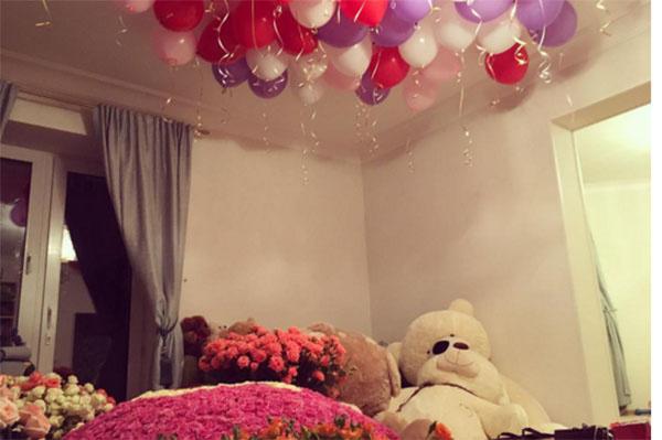 Стефании Маликовой подарили огромные букеты цветов
