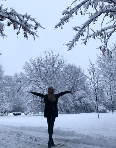 Мария Погребняк радуется снежной погоде