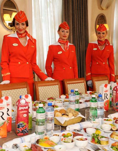 Гостей встречали очаровательные стюардессы