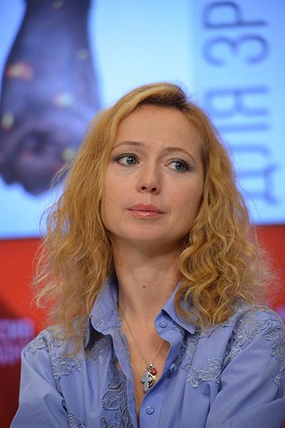 В 2011 году актриса пережила смерть дочери