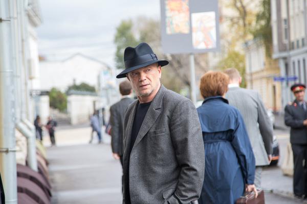 Андрей Смоляков не изменил своей любимой шляпе