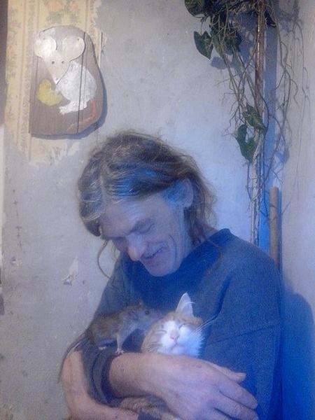 Абрамов тепло относится к кошкам и крысам
