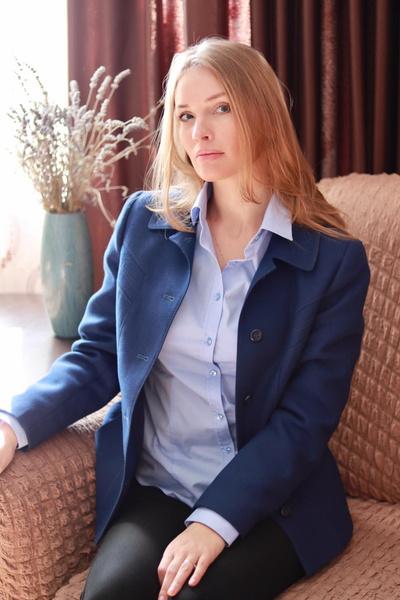 Евгения окончила ВГИК, мастерскую Сергея Соловьева.