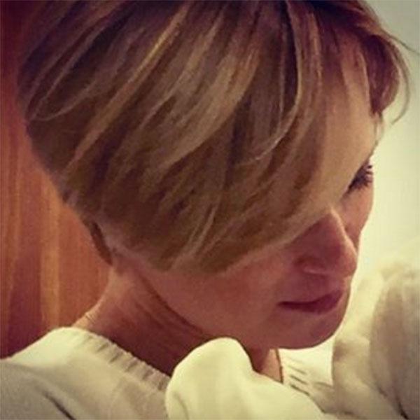 Трогательное фото, на котором она прижимает сына к груди, Олеся Судзиловская опубликовала ровно через месяц после рождения малыша