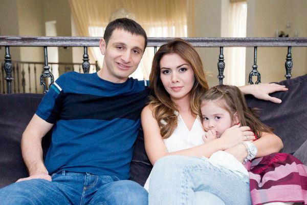 Алан Дзагоев и Зарема с дочерью