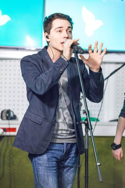 Артист выступал в группе и сольно