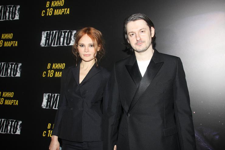 Режиссер Илья Найшуллер с актрисой Дарьей Чарушей