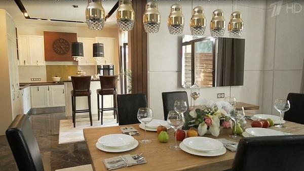 Так выглядят кухня и гостиная в доме Татьяны и Агнии после ремонта