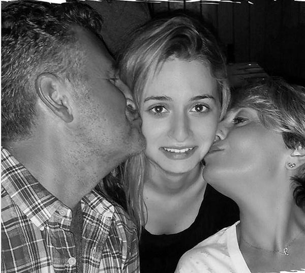 Анжелика Варум с семьей