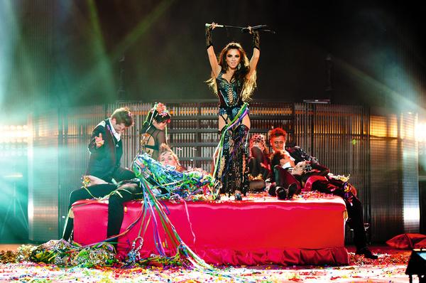 Плетнева выступает в группе «Винтаж» с 2006 года