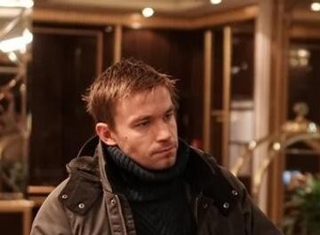 Александр Петров снялся в клипе Басты «Страшно так жить»