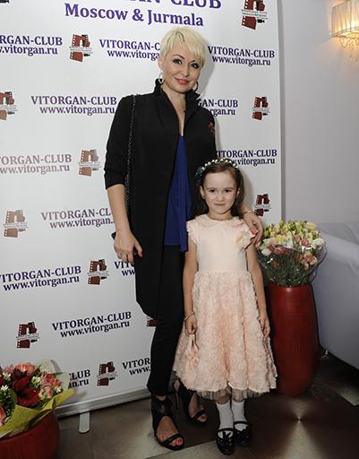 Катя Лель с дочерью Эмилией