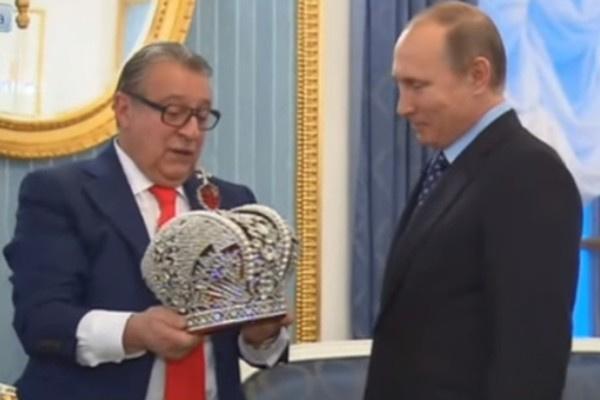 Геннадий Хазанов сделал президенту встречный подарок