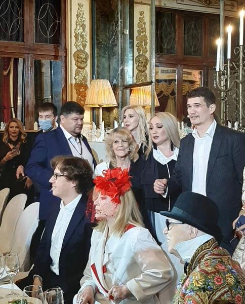На мероприятии Пугачеву сопровождал Максим Галкин