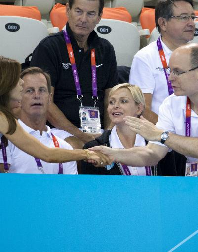 Кронпринцесса Мэри и кронпринц Фредерик (Дания) составили компанию принцу Монако Альберту и его жене принцессе Шарлен на соревнованиях по плаванию