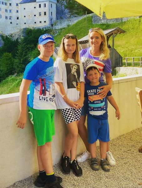 Светлана вместе с детьми проживает в Словении