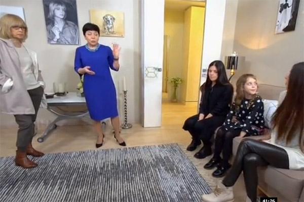 Вера Глаголева и ее старшие дочери работой дизайнеров остались довольны