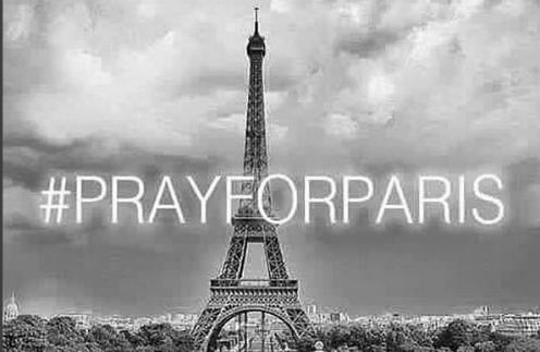 Фото с этим хештегом объединяет странички в соцсетях, где выражаются слова скорби жителям Франции