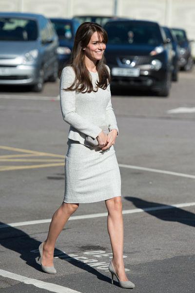 Особое внимание в этот день привлек безупречный наряд Кейт, который теперь активно обсуждается в Сети и на страницах различных газет