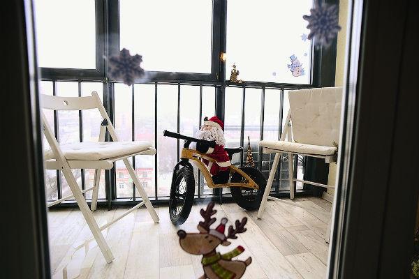 Балкон для актрисы — место отдыха. Здесь она читает сценарии