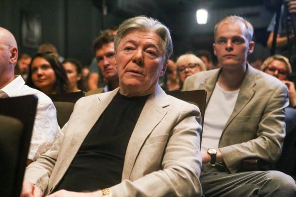 Александра Збруева совет «посидеть дома» застал в разгар театрального сезона