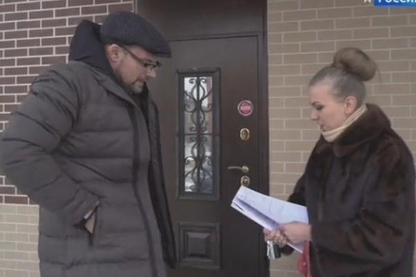 Светлана Феодулова столкнулась с риэлтором у двери дома