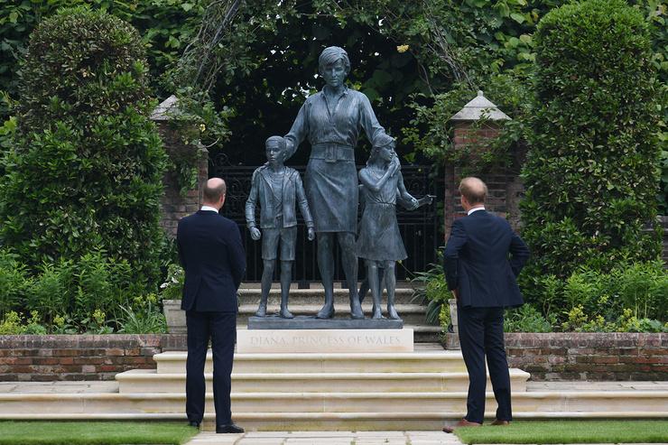 Уильям и Гарри были очень близки с матерью