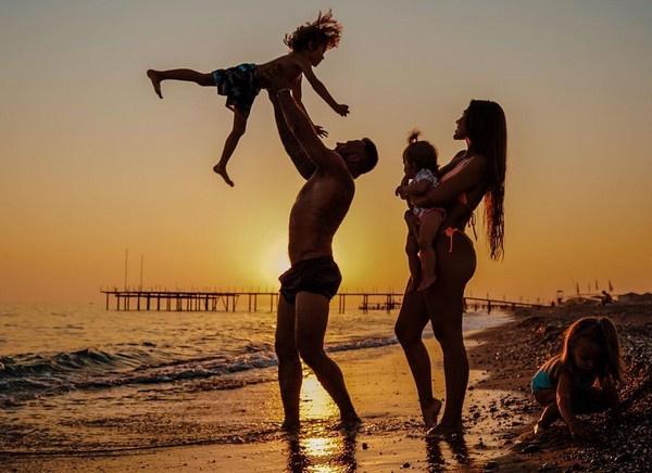 У Дмитрия трое детей