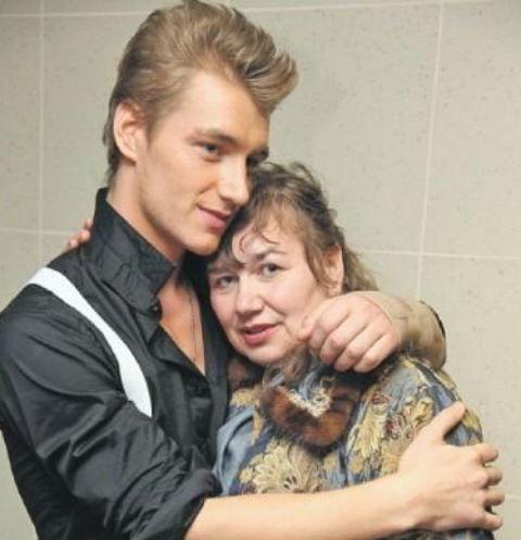 Алексей Воробьев очень близок с матерью Надеждой Николаевной