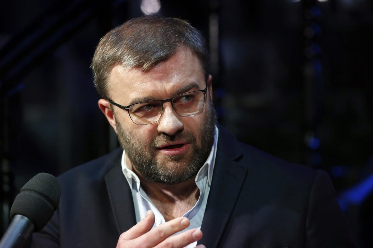 Михаил пореченков фото в очках