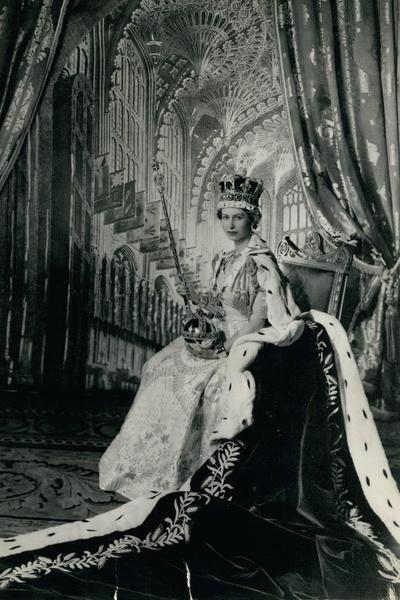 Коронацию Елизаветы II посмотрели по телевизору 27 миллионов человек