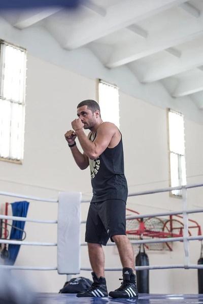 Глинников играет тренера по боксу
