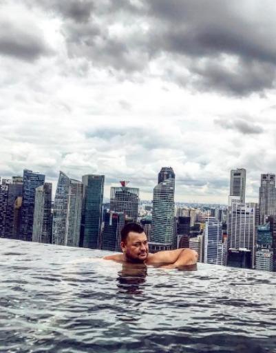 Сергей также успел побывать в Сингапуре