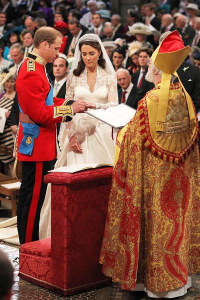 10 лет со дня свадьбы Кейт и Уильяма: гнев королевы, попа Пиппы Миддлтон и другие скандалы церемонии