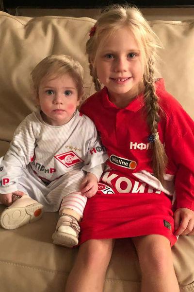 Двухлетняя Александра и семилетняя Валерия