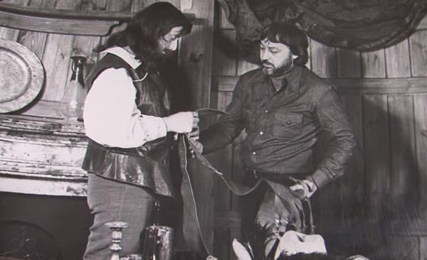 Большое внимание режиссер уделял костюмам героев