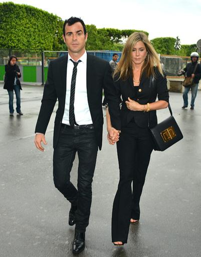 Новости о помолвке тогда не подтвердились, но на роматический ужин Энистон и Теру ходили в лучший парижский ресторан
