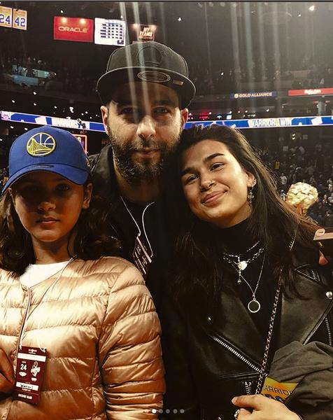Вместе с дочерьми Ниной и Эрикой телеведущий часто ходит на спортивные соревнования