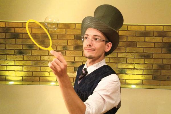 Игорь создал шоу мыльных пузырей
